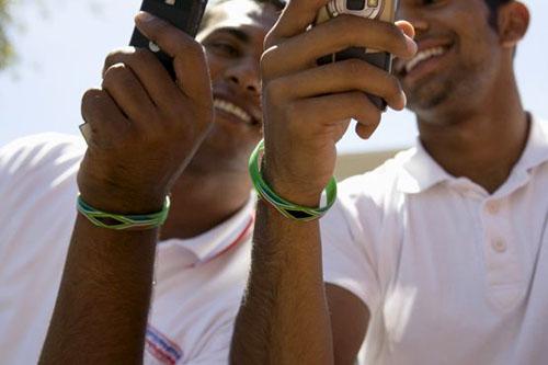 điện thoại di động là con đường thu hút tài chính ở châu phi